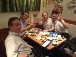 左より、日本代協山本企画推進部長、野元専務理事、千葉代協武内さん、そして私ヤマ